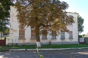 Verlaten overheidsgebouw in Vetka.